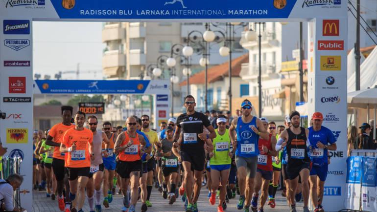 Οι φοιτητές τρέχουν στο Παγκύπριο Πανεπιστημιακό Πρωτάθλημα του Radisson Blu Διεθνή Μαραθωνίου Λάρνακας